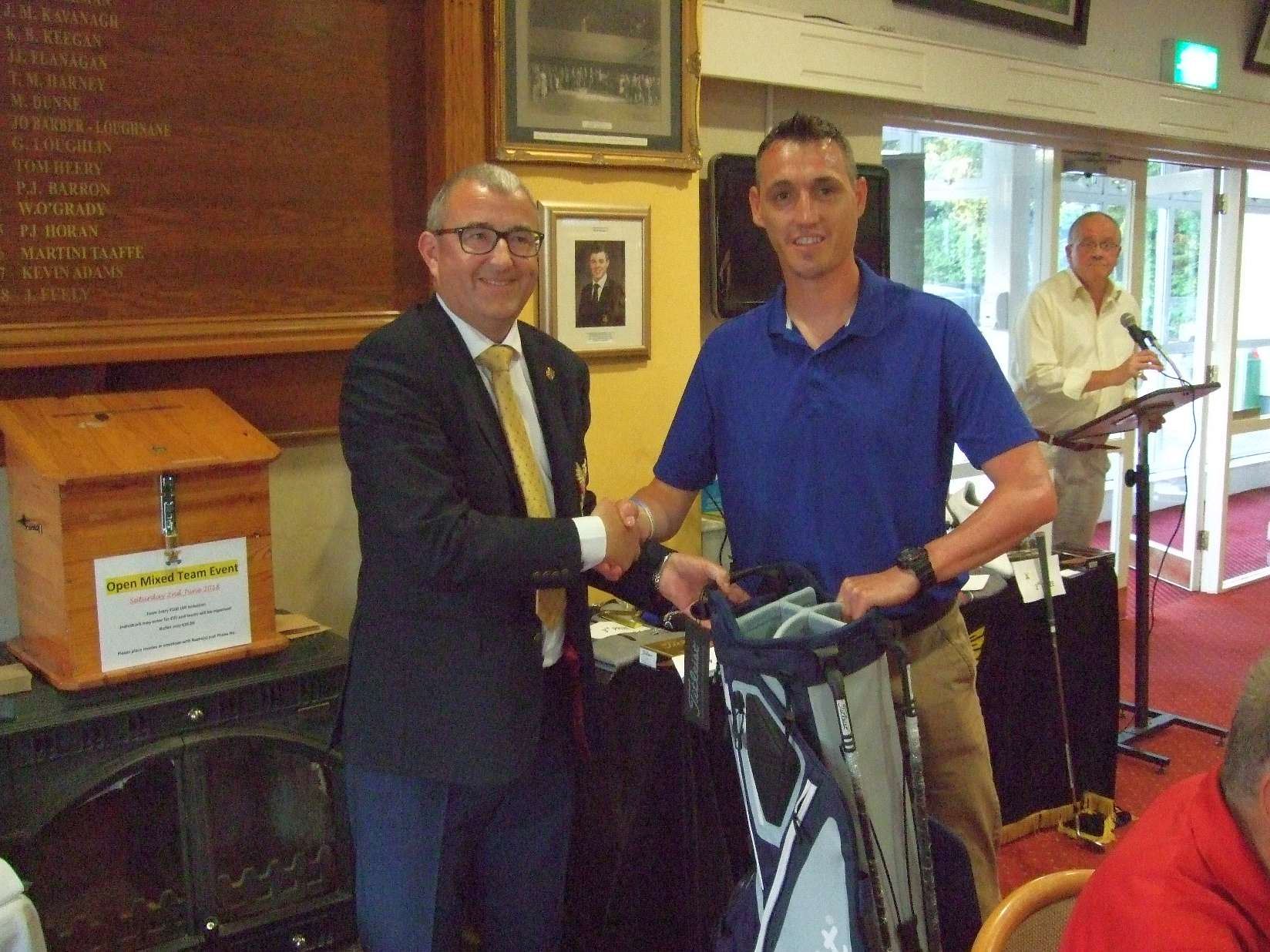 John Touhey (Roscommon G C) with Captain Brian Gunning ovwerall winner of the Heatwise Tullamore Prize